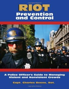 Baixar Riot Prevention And Control: A Police Officer's Guide to Managing Violent and Nonviolent Crowds pdf, epub, eBook